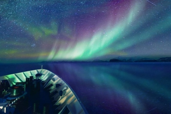 arctic_east_greenland_northern_lights-1